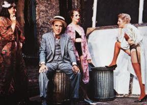 Hahn im Korb in der Burlesque-Show: Jason Robards