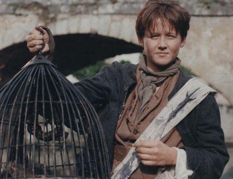 Truan Munro in der Rolle des Prügelknaben