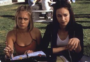Der da links ist nicht schlecht! Melissa Joan Hart  (l.) und Susan May Pratt haben nur Jungs im Kopf