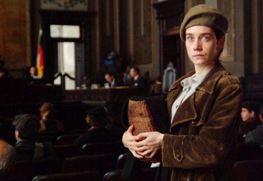 Ich muss raus aus Deutschland! Camila Morgado in der Rolle der Olga