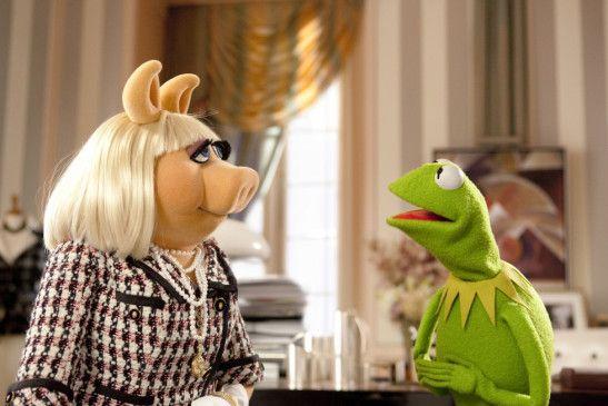 Miss Piggy und Kermit wollen die Zerstörung des Studios verhindern ...