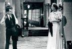 Diener Marceau (Julien Carette) trifft seine Chefin (Nora Grégor) im riesigen Jagdschloss