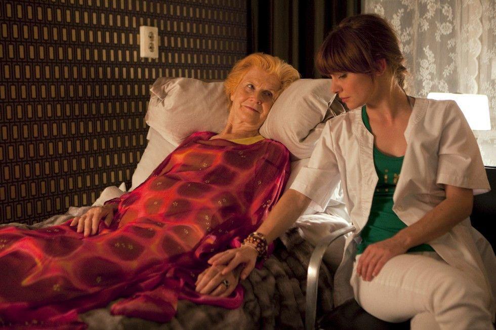 Lotta (Josefine Preuß, r.) hat sich im Haus Abendrot mit Frau Johansson (Irm Hermann) angefreundet