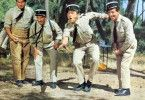 Jungs, lasst mich gewinnen, das Spiel ist nur Tarnung! Louis de Funès (2.v.l.)