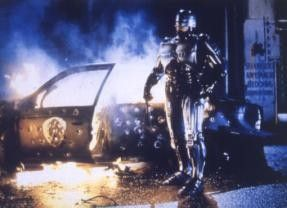 Halb Mensch, halb Maschine: Peter Weller als Robocop im Einsatz