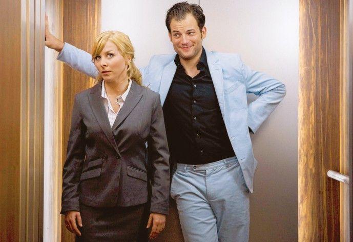 Paula (Jasmin Schwiers) scheint von Eddie (Torben Liebrecht) genervt ...
