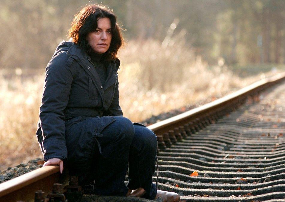 Katja Winzer (Christine Neubauer) will nicht glauben, dass ihr verschwundener Sohn tot ist