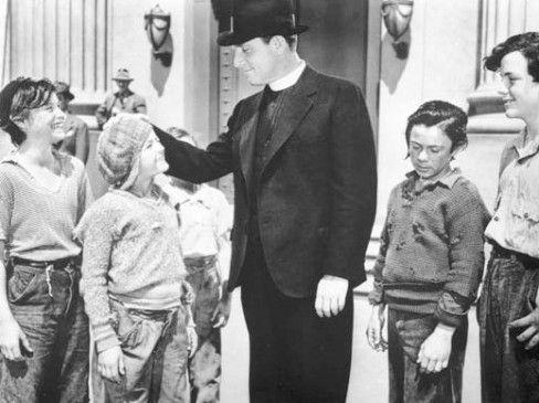 Pater Flanagan (Spencer Tracy) und seine jungen Schützlinge