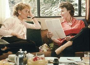 Finden sich:   Léna (Isabelle Huppert) und Madeleine (Miou-Miou, r.)