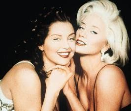 """I wanna be loved by you!"" - Ashley Judd (l.) und Mia Sorvino als Marilyn Monroe"