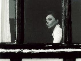 Mrs. Corby (Sonja Ziemann), eine Frau in den besten Jahren: charmant,  geschäftstüchtig und ... undurchsichtig