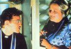 Ich werde jetzt beichten! Rosalie (Marianne Sägebrecht) und der Priester (Judge Reinhold)