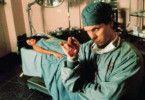 Und jetzt ein kleiner Schnitt ohne Narkose! Don Harvey als Psycho-Chirurg
