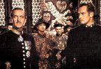 Ich verstehe die Chinesen einfach nicht!  David  Niven (l.) und Charlton Heston