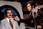 Von mir bekommst du nicht einen Dollar! Azad (Jean-Paul Belmondo) bedroht den Erpresser-Cop Zacharia (Omar Sharif, l.)