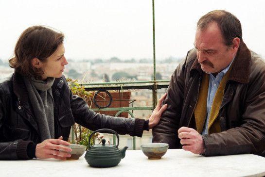 Gilles (Jean-Louis Coulloc'h) vertraut Tochter Eve (Marie-Eve Nadeau) seine Ängste an