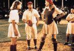 Der Trainer (Tom Hanks) muß bei Zank auch mal  vermitteln: zwischen Lori Petty (l.) und Geena  Davis