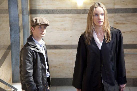 Die Staranwältin (Ann-Kathrin Kramer) und ihr Mandant (Paul Falk)
