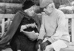 Miss Marple (Margaret Rutherford) und Mr. Stringer (Stringer Davis)