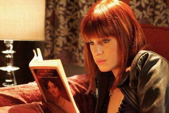 Amanda (Jemima Rooper) ist begeisterte Jane Austen-Leserin
