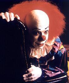 Wo dieser Clown (Tim Curry) auftaucht, wird nicht  mehr gelacht!