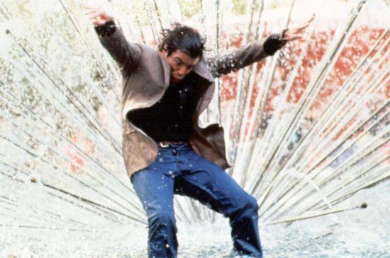 Bombenexperte O'Neill (Pierce Brosnan) soll die Katastrophe verhindern