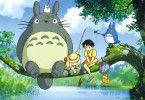 Satsuki und Mei erleben mit ihrem neuen Freund Totoro spannende Abenteuer im Wald