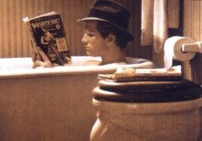 In spannende Badezimmer-Lektüre vertieft: Jeff  Bridges