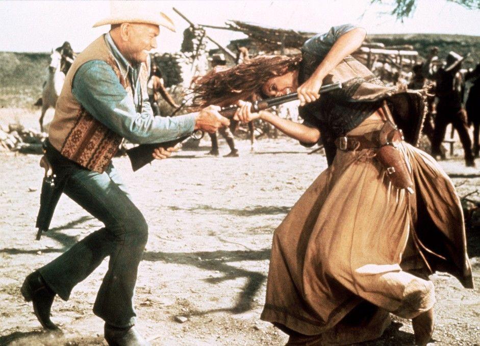 Mein Gewehr bekommst du nicht! Catlow (Yul Brynner) mit seiner Freundin Rosita (Daliah Lavi)