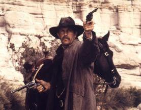 Verdammt, schon wieder daneben! Kevin Costner als  Wyatt Earp