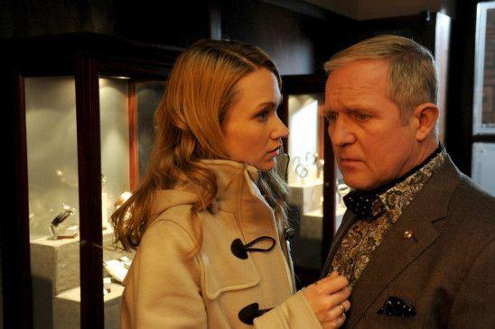 Juwelier Niklas (Harald Krassnitzer, mit Lisa Maria Potthoff) hat eine ungewöhnliche Idee ...