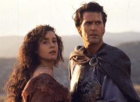 Bruce Campbell trifft im Mittelalter auf eine vermeintliche Schönheit