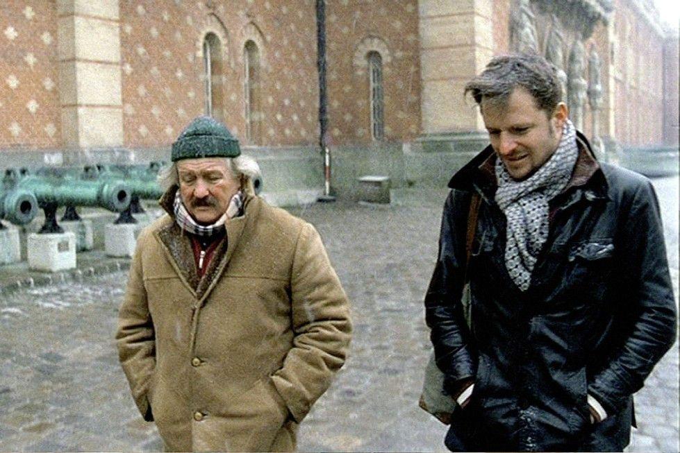 Walter (Walter Saabel, l.) und Philipp (Philipp Hochmair) kommen sich langsam näher