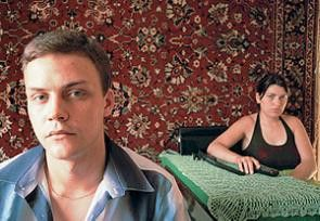 Der desillusionierte Kriegsteilnehmer Kiril mit seiner Freundin
