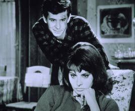 Stell dich doch nicht an - ich bin doch tot!  Anthony Perkins und Sophia Loren