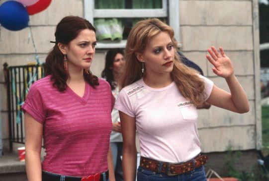 Nicht dem Doofen winken, bitte! Drew Barrymore  (l.) mit ihrer Freundin