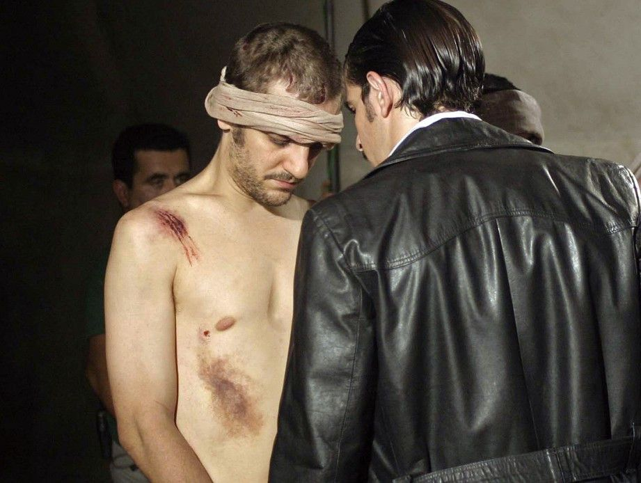 Claudio (Rodrigo de la Serna) muss jederzeit mit neuen Folterungen rechnen