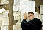 Hoffentlich sehen's alle! Luther (Joseph Fiennes) mit seinen Thesen