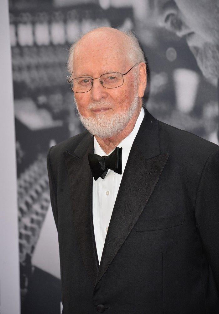 """John Williams genießt ähnliches Prestige wie Walt Disney. Der Komponist und Dirigent erhielt für seine Filmmusik insgesamt 51 Nominierungen. Zwar konnte er """"nur"""" fünf dieser Nominierungen auch gewinnen, doch seine Melodien sind so gut wie jedem bekannt. Er komponierte u.a. die Musik für Filme wie """"Star Wars"""", """"Indiana Jones"""", """"Weißer Hai"""", """"E.T."""" und """"Harry Potter""""."""