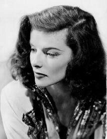 In den Schauspielerkategorien ist Katharine Hepburn einsame Spitze. Sie ist die einzige, die vier Auszeichnungen als beste Schauspielerin erhalten hat – drei Mal als beste Hauptdarstellerin und ein Mal als beste Nebendarstellerin.