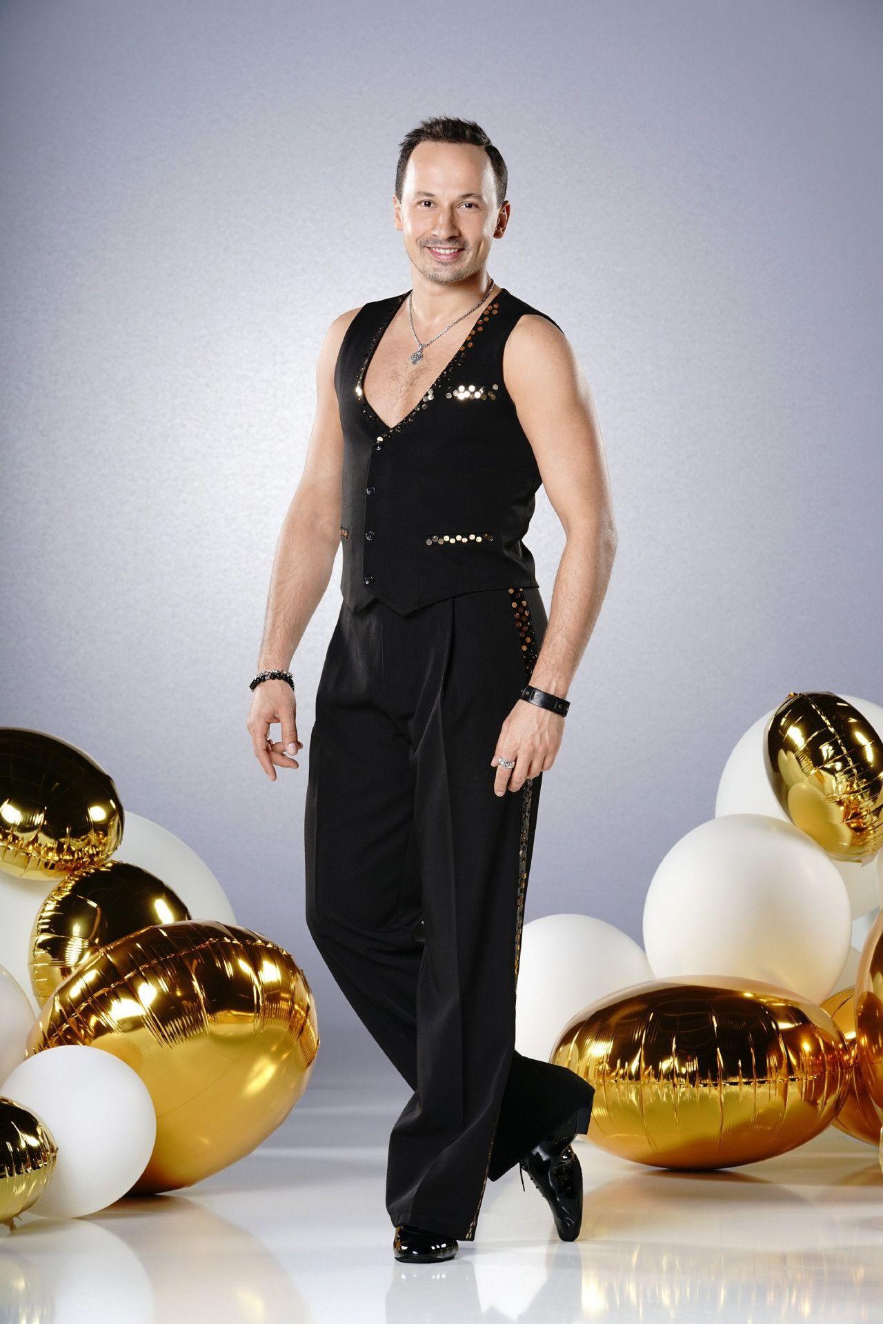 Der rumänische Tanzprofi Sergiu Luca nahm 2008 zum ersten Mal bei der Tanzshow Teil. In der Jubiläumsstaffel tanzte er mit Ann-Kathrin Brömmel.