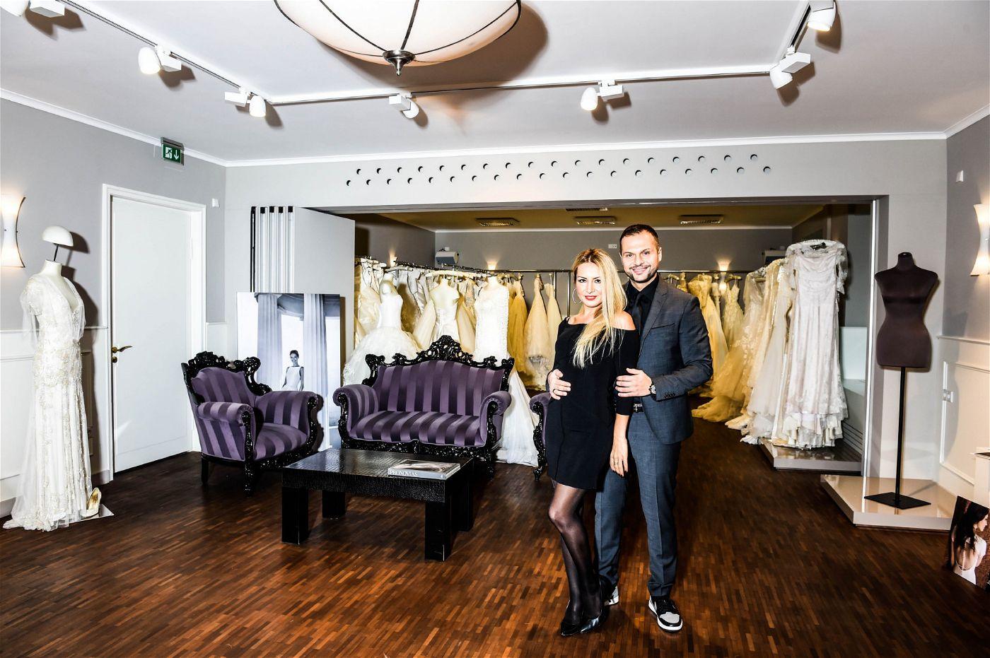 """In ihrem Brautladen """"DA VINCI Braut- & Abendmoden"""" kümmern sie sich um die zukünftigen Bräute der Show."""