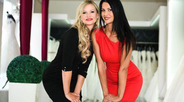 """Janine Frotscher und Ester Barone führen das Brautmodengeschäft """"Magic Moment"""" in Magdeburg."""