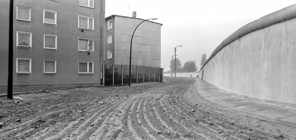 Todesstreifen inmitten Berlins mit freiem Sicht- und Schussfeld (Mitte 80er Jahre).