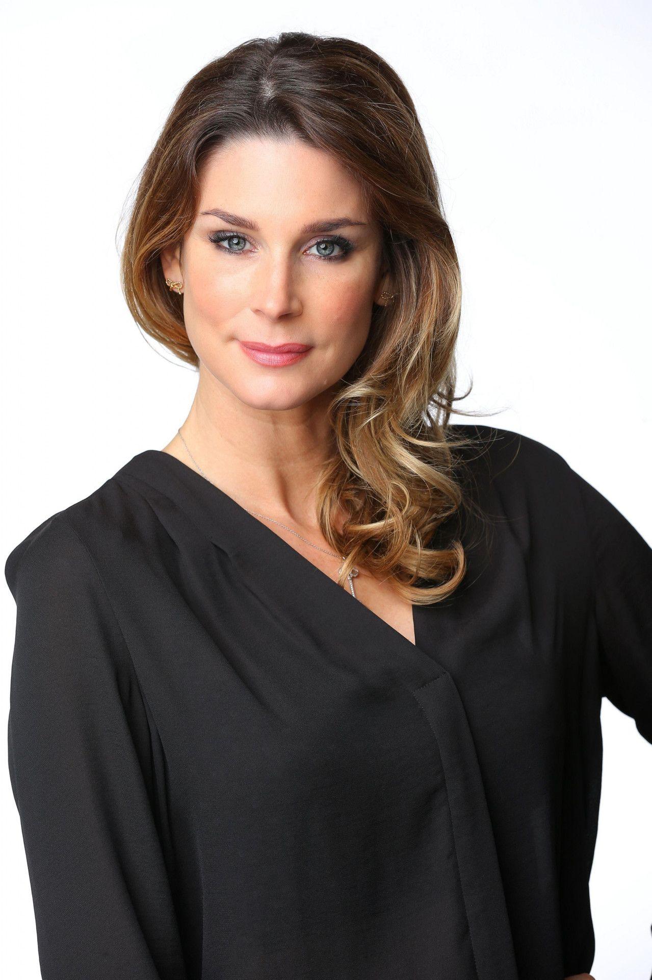 Schauspielerin Claudelle Deckert zog sich für die Februar-Ausgabe 2013 aus. 2021 war sie im Januar gemeinsam mit ihrer Tochter Romy auf dem Cover. Sie mit 46, ihre Tochter mit 22 Jahren.