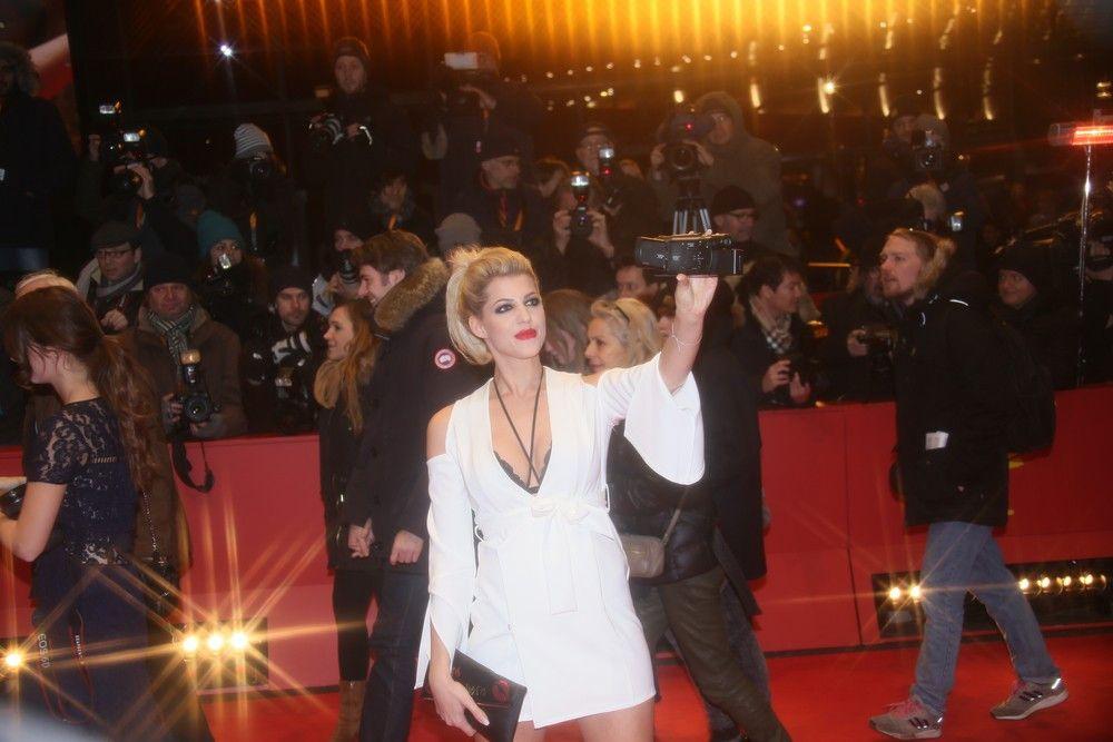 """Sarah Nowak nahm als Kandidatin in der fünften Staffel der RTL-Show """"Der Bachelor"""" teil und zog 2015 ins """"Big Brother""""-Haus. Ebenso ist sie 2015 """"Playmate des Jahres"""" geworden."""