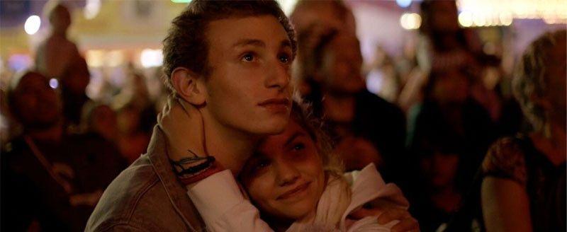 Maxime und Mélanie, zwei in Brüssel lebende Jugendliche, lieben sich.