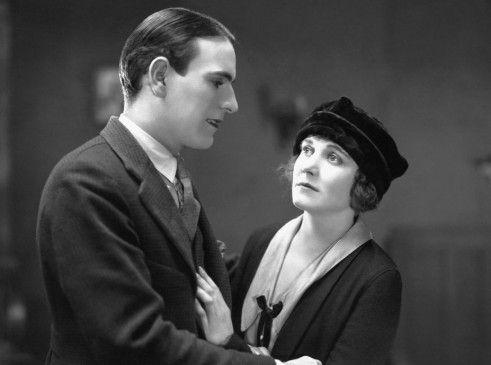 Marie (Edna Purviance) und Jean (Carl Miller) lieben sich gegen den Willen ihrer Eltern
