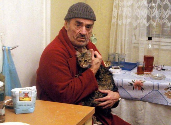 Noch ahnt Herr Lazarescu (Ion Fiscuteanu) nicht, dass er bald sterben wird ...