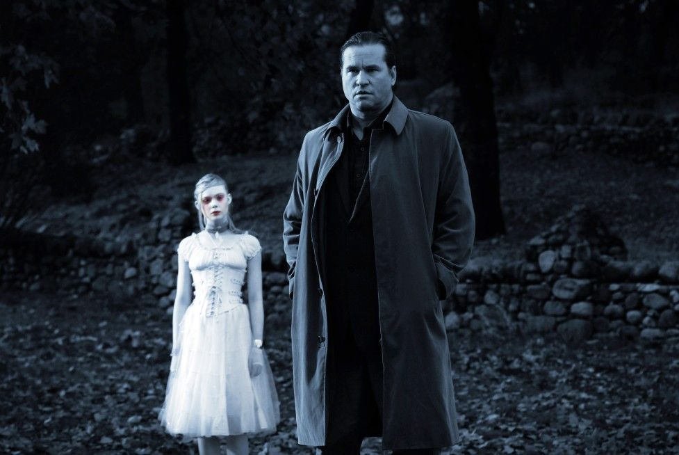 Traum oder Wirklichkeit? Das Geistermädchen (Elle Fanning) und der Schriftsteller (Val Kilmer)